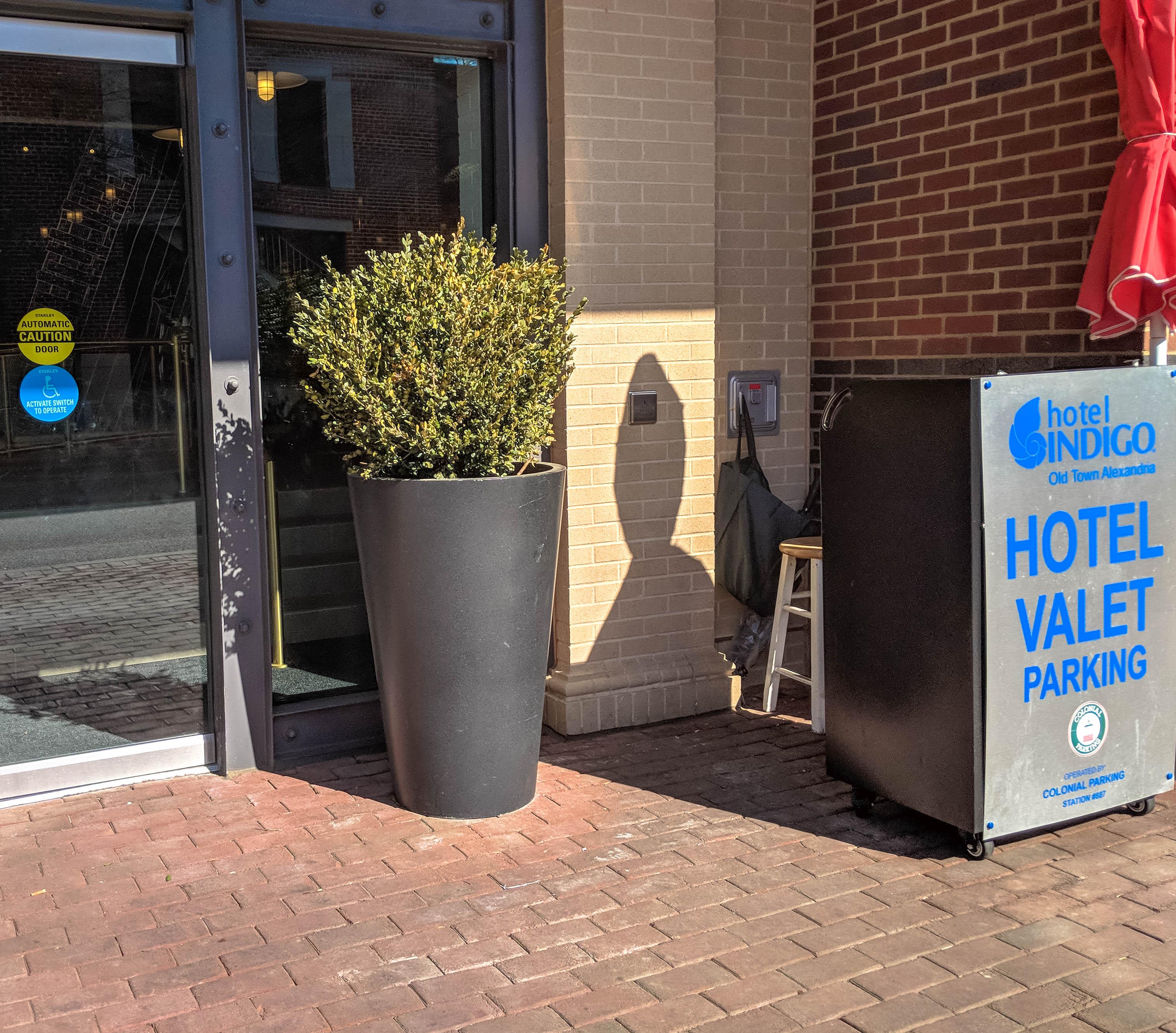 Hotel Indigo Old Alexandria Virginia Valet Parking